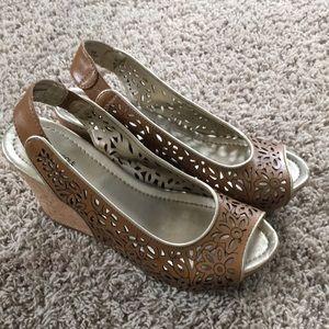 Brown wedge flower print shoes